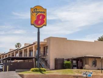 Pet Friendly Super 8 Barstow in Barstow, California