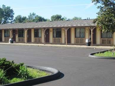 Pet Friendly Kensington Inn in Howell, Michigan