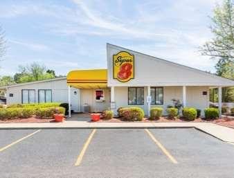 Pet Friendly Motel 8 in Aberdeen, North Carolina