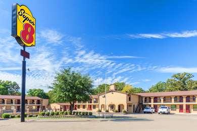 Pet Friendly Lakewood Motel in Mount Pleasant, Texas