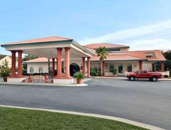 Pet Friendly Days Inn And Suites Savannah Gateway /I-95 & 204 in Savannah, Georgia