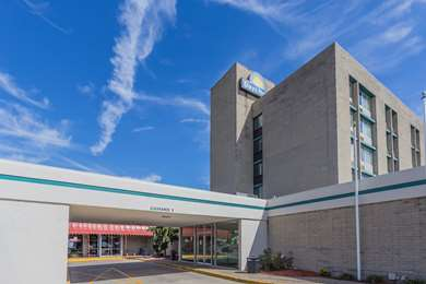 Pet Friendly Danville Days Hotel And Conference Center in Danville, Illinois