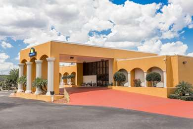 Pet Friendly Days Inn And Suites Clermont in Clermont, Florida