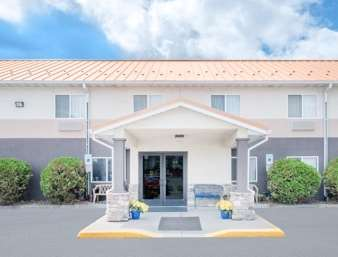 Pet Friendly Days Inn And Suites Fargo 19th Ave/Airport Dome in Fargo, North Dakota