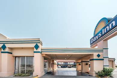 Pet Friendly Days Inn South Fort Worth in Fort Worth, Texas