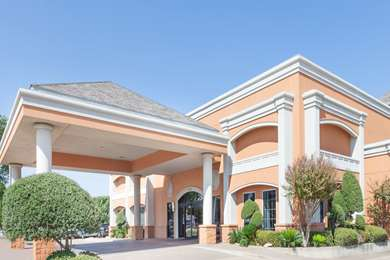 Pet Friendly Days Inn Irving Dallas/Ft. Worth Airport North in Irving, Texas