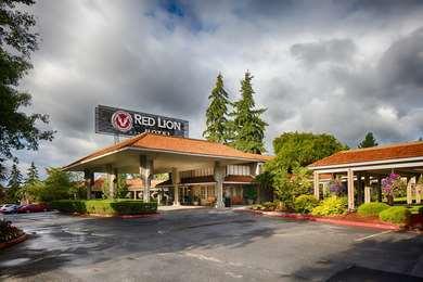 Pet Friendly Red Lion Hotel Bellevue in Bellevue, Washington