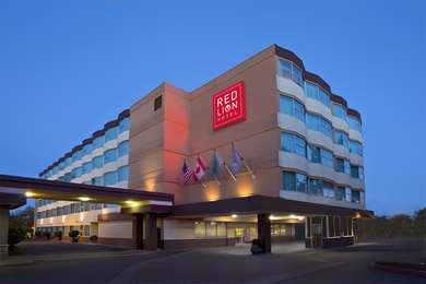 Pet Friendly Red Lion Hotel Seattle Airport in Seattle, Washington