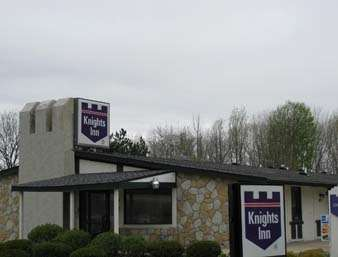 Pet Friendly Knights Inn Cleveland/Macedonia in Macedonia, Ohio