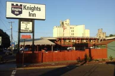 Pet Friendly Knights Inn Pendleton in Pendleton, Oregon