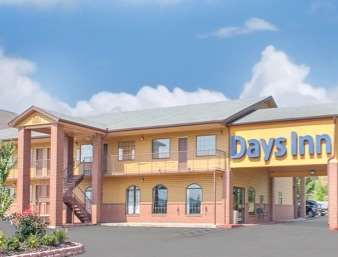 Pet Friendly Travelodge Inn And Suites Fayetteville in Fayetteville, Arkansas