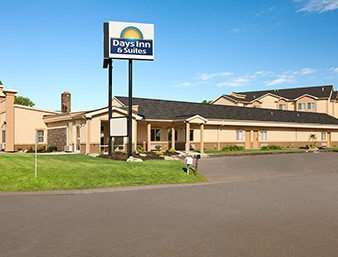 Pet Friendly Quality Inn and Suites Glenmont - Albany South in Glenmont, New York