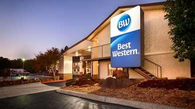 Pet Friendly Best Western Hillside Inn in Clinton, Arkansas