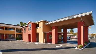 Pet Friendly Best Western PLUS Anderson Inn in Anderson, California