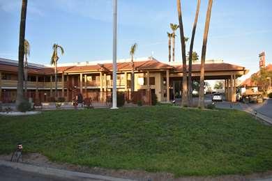 Pet Friendly Best Western Apricot Inn in Firebaugh, California