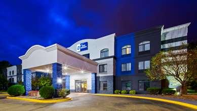 Pet Friendly Best Western Regency Plaza Hotel - St. Paul East in Oakdale, Minnesota