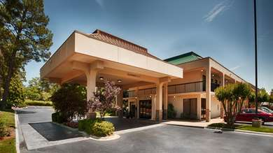 Pet Friendly Best Western Pinehurst Inn in Southern Pines, North Carolina