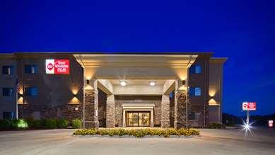 Pet Friendly Best Western Plus Red River Inn in Clarendon, Texas