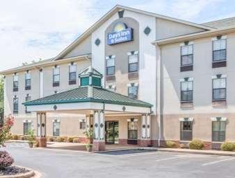 Pet Friendly Days Inn & Suites  in Morganton, North Carolina
