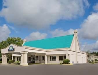 Pet Friendly Days Inn Tallahassee/Government Center in Tallahassee, Florida