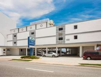 Pet Friendly Mainsail Inn & Suites in Ormond Beach, Florida