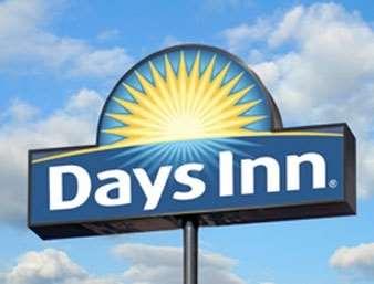 Pet Friendly Days Inn & Suites Port Arthur in Port Arthur, Texas