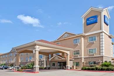 Pet Friendly Baymont Inn & Suites Baytown in Baytown, Texas