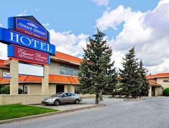 Pet Friendly Howard Johnson Plaza Hotel Windsor in Windsor, Ontario