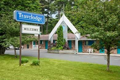 Pet Friendly Travelodge Bracebridge in Bracebridge, Ontario
