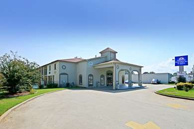 Pet Friendly Americas Best Value Inn-Muscle Shoals/Florence in Muscle Shoals, Alabama
