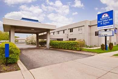 Pet Friendly Americas Best Value Inn & Suites-Waukegan/Gurnee in Waukegan, Illinois
