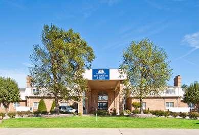 Pet Friendly Americas Best Value Inn & Suites in Sikeston, Missouri
