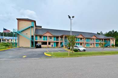 Pet Friendly Americas Best Value Inn & Suites in Moss Point, Mississippi