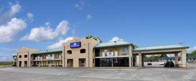 Pet Friendly Americas Best Value Inn & Suites in Senatobia, Mississippi