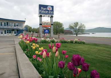 Pet Friendly Americas Best Value Port Polson Inn in Polson, Montana