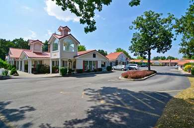 Pet Friendly Americas Best Value Inn & Suites-Clarence/Buffalo East in Clarence, New York
