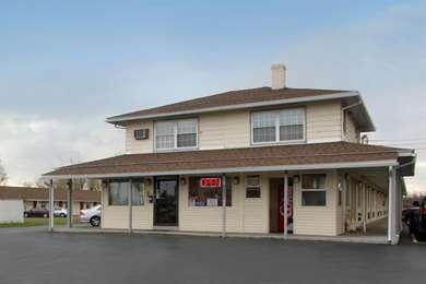 Pet Friendly Americas Best Value Inn in Farmington, New York