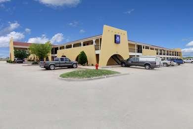 Pet Friendly Americas Best Value Inn & Suites-Yukon/Oklahoma City in Yukon, Oklahoma