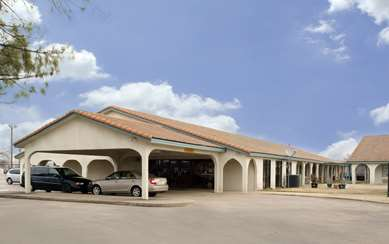 Pet Friendly Americas Best Value Inn in Bonham, Texas