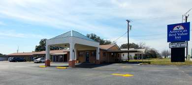 Pet Friendly Americas Best Value Inn in Comanche, Texas