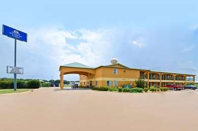 Pet Friendly Americas Best Value Inn & Suites in Smithville, Texas