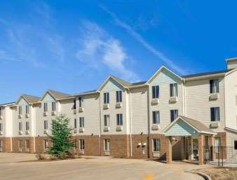 Pet Friendly Baymont Inn & Suites in Jacksonville, Illinois