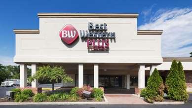 Pet Friendly Best Western PLUS La Porte Hotel & Conference Center in La Porte, Indiana