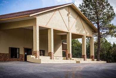 Pet Friendly Best Western Pine Springs Inn in Ruidoso Downs, New Mexico