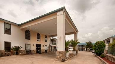 Pet Friendly Best Western George West Executive Inn in George West, Texas