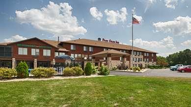 Pet Friendly Best Western Park Oasis Inn in Mauston, Wisconsin