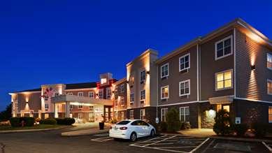 Pet Friendly Best Western Plus Bridgewater Hotel & Convention Centre in Bridgewater, Nova Scotia