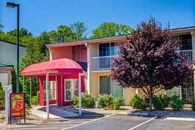 Pet Friendly Super 8 Hartford South - Rocky Hill in Rocky Hill, Connecticut