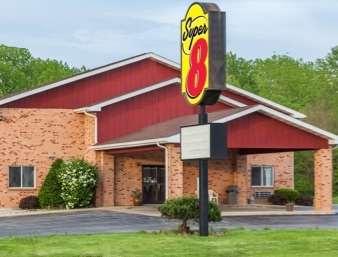 Pet Friendly Super 8 Motel - Watseka in Watseka, Illinois