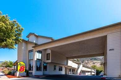 Pet Friendly Super 8 San Luis Obispo in San Luis Obispo, California